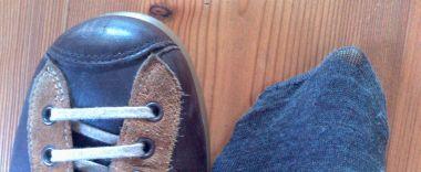 scarpe camper con calzino consumato